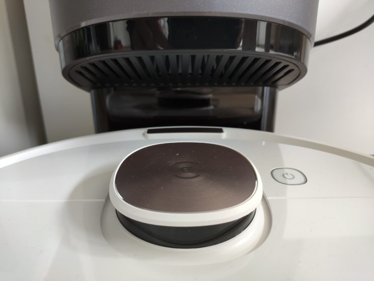 Ecovacs Deebot Ozmo T8 vacuum robot extraction station