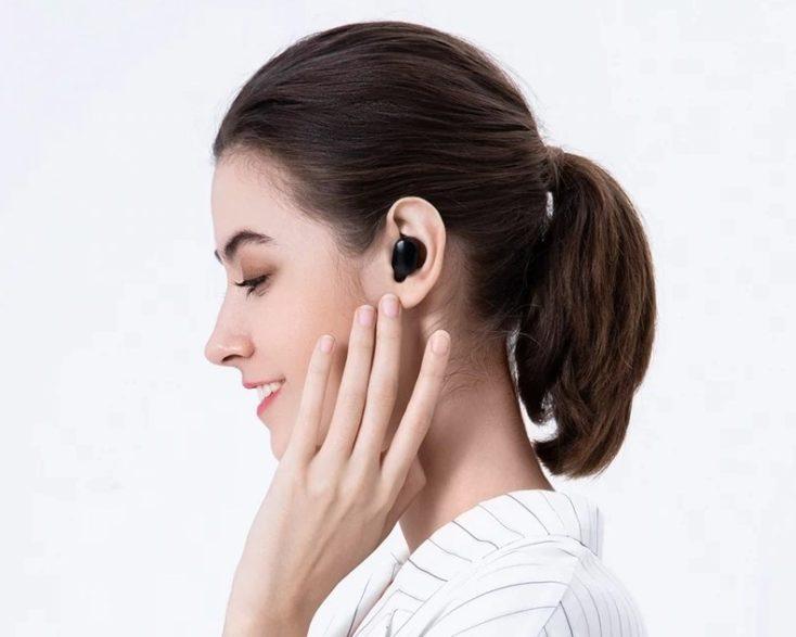Mi True Wireless Earbuds Basic 2S headphones in the ear