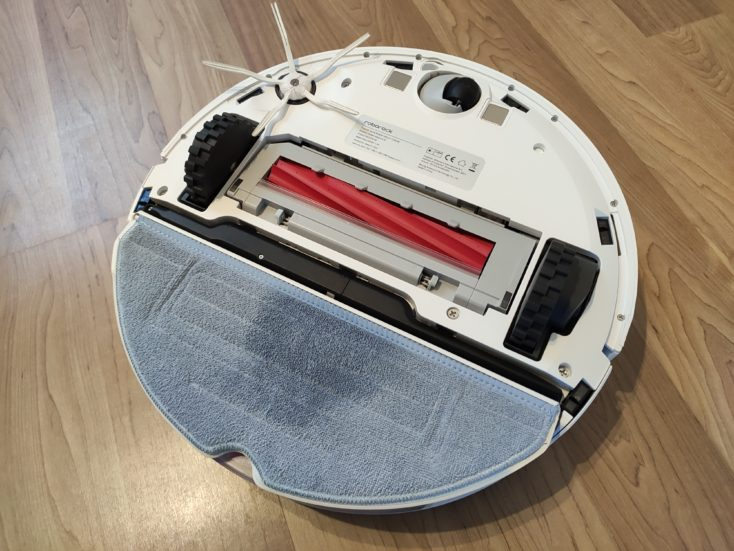Roborock S7 Robot Vacuum Cleaner Wiping attachment attached