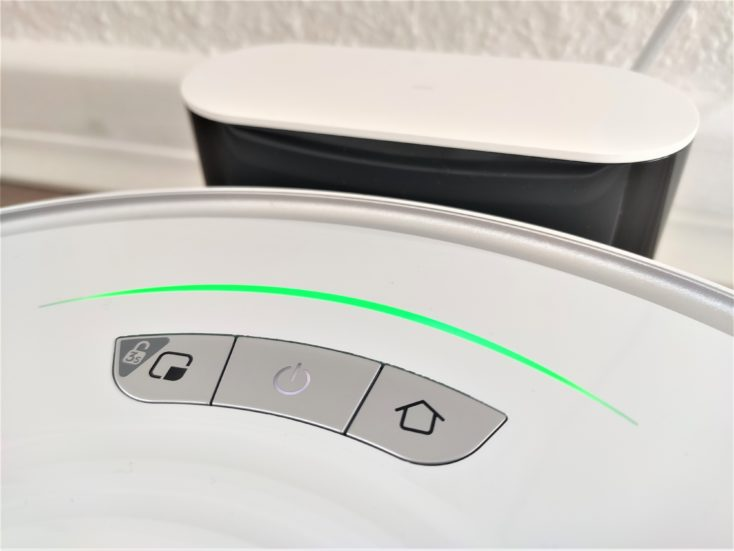 Roborock S7 Robot Vacuum Cleaner lights at front of charging station