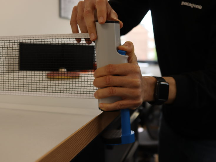 Extendable table tennis net assembly