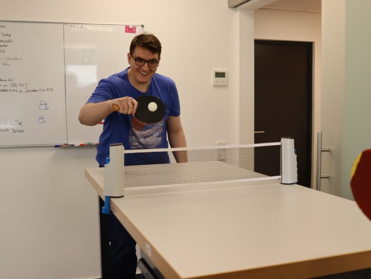 Extendable table tennis net play ball