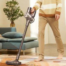 Dreame T30 cordless vacuum cleaner Vacuuming the floor