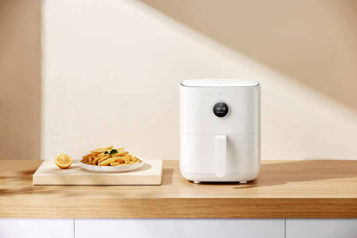 Mi Smart Air Fryer 3.5L hot air fryer from the front