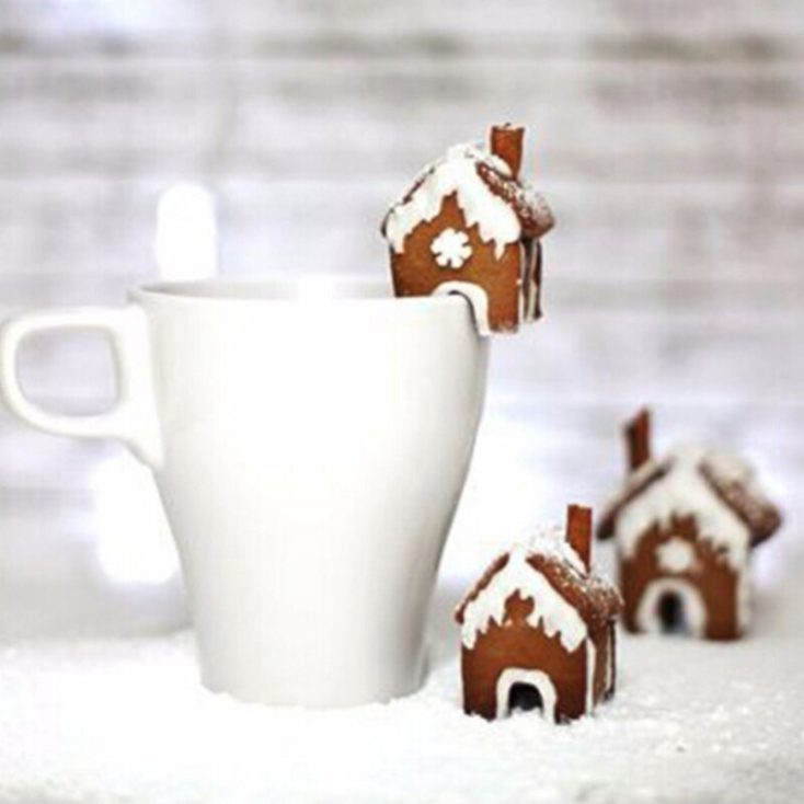 Cookie cutter mini gingerbread house cup