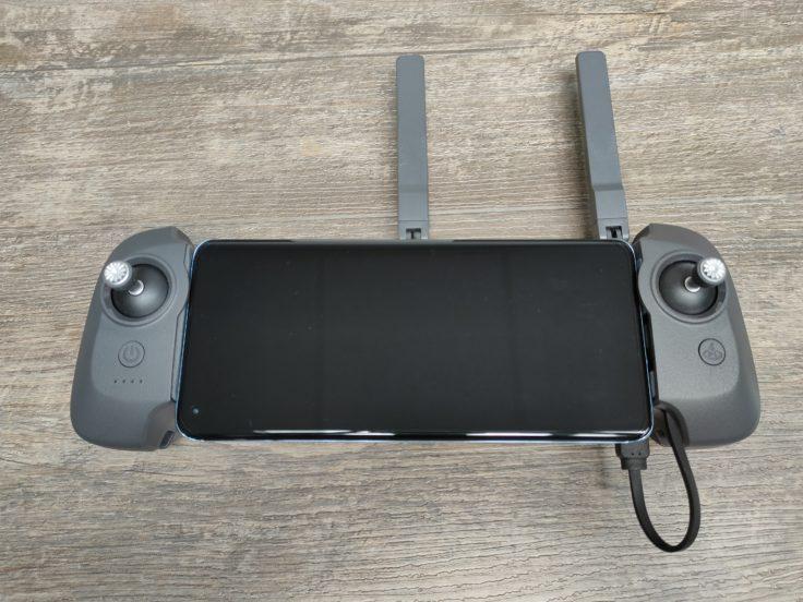 Fimi X8 Mini remote control with phone 2
